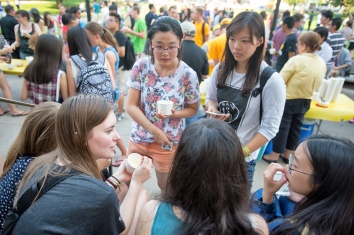 ARH, the Herky C.A.R.E.S. Project, University of Iowa Student Government, and International Student and Scholar Services held the 2nd annual ice cream social for both domestic and international students on Sunday, August 16th, 2015 on the Pentacrest. (Justin Torner/The University of Iowa)